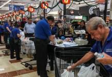 Más de 2 mil adultos mayores buscan regresar de empacadores en la CdMx