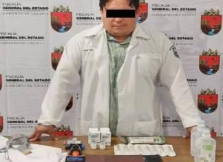 """Un hombre identificado como Gerardo """"N"""" fue detenido en Tapachula, Chipas, por aplicar falsas vacunas contra la Covid-19."""