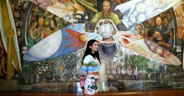 Diseno sin titulo 149 - Museo de Bellas Artes se promociona con visita de Dua Lipa; usuarios critican a la cantante de copiona
