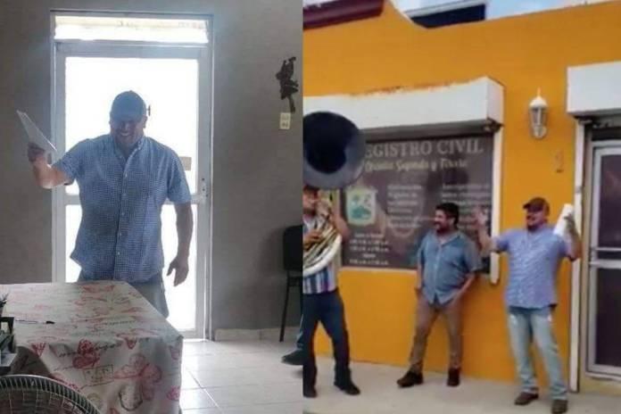 Hombre celebra que se divorció cantando con una banda afuera del registro civil