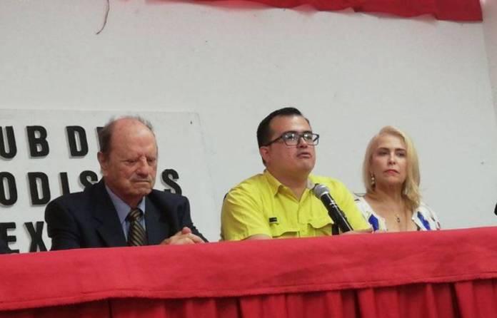 Venezolano acusa a cura mexicano de pederastia, lo ubica en Iztapalapa