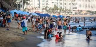 Desalojan playas de Acapulco por aumento de contagios Covid