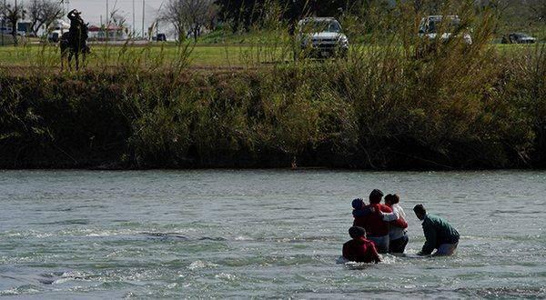 30 migrantes fueron rescatados en el Río Bravo por policías de Ciudad Juárez