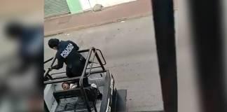 Policías de Cárdenas, Tabasco, agreden a mujer a bordo de una patrulla
