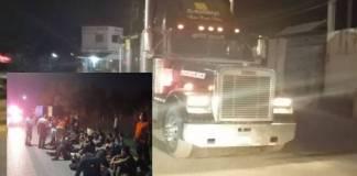 Abandonan a 141 migrantes en la caja de un tráiler en Nuevo León