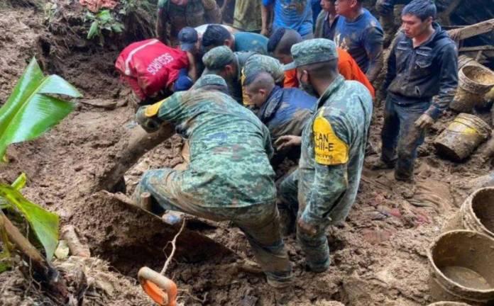 nino sepultado veracruz  - Rescatan a pequeñito que quedó sepultado por el huracán Grace