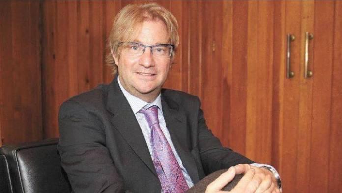 Cuentas de Roemer continúan bloqueadas pese a la suspensión provisional