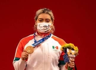 Medallista Areli Fuentes denuncia que recibió cheque sin fondos