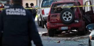 Bomba explota fuera de una casa en Puebla
