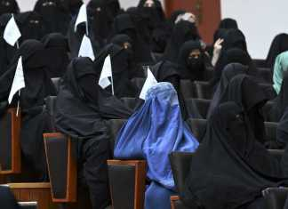 Talibanes autorizan que mujeres estudien, pero estarán separadas de los hombres