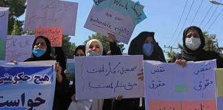 Mujeres afganas protestan en Kabul, exigen respeto a sus derechos