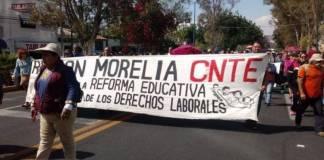 Maestros de Michoacán exigen a Aureoles el pago de un mes de salario
