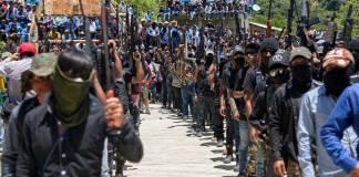 """Autodefensas """"El Machete"""" en tensión por juramento de alcalde ligado al crimen"""