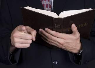 Pastor brasileño promete resucitar; fieles esperaron el milagro afuera de la funeraria
