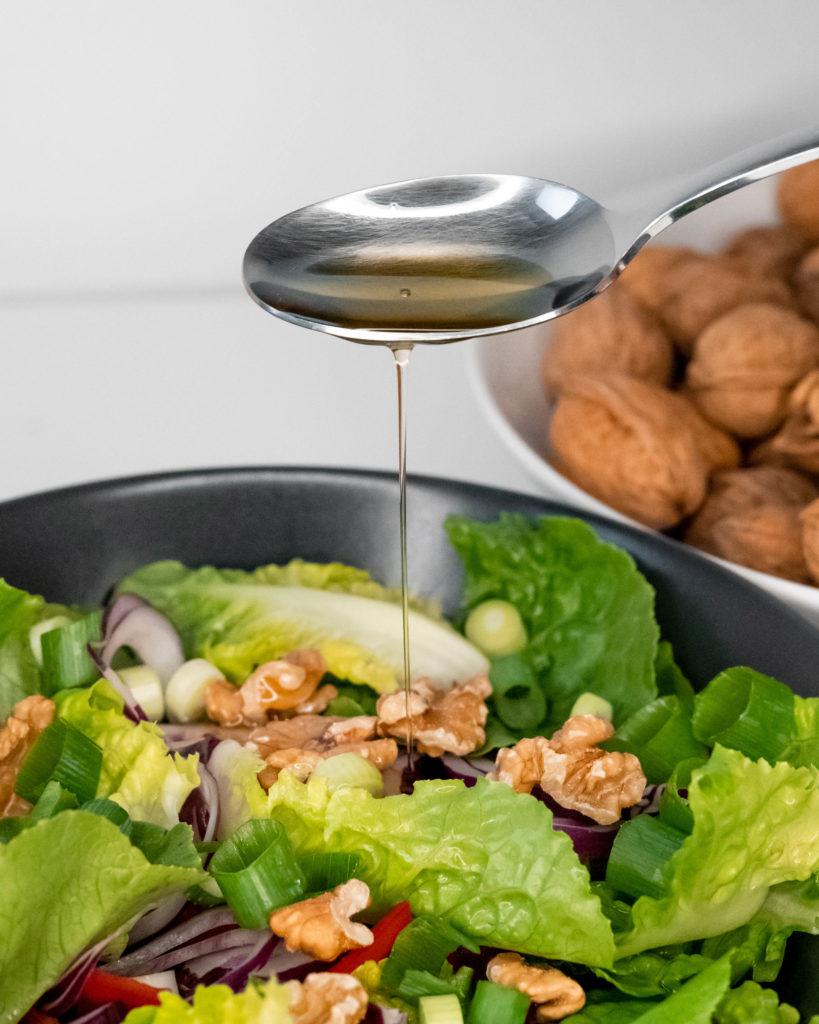 Salat mit Walnussöl