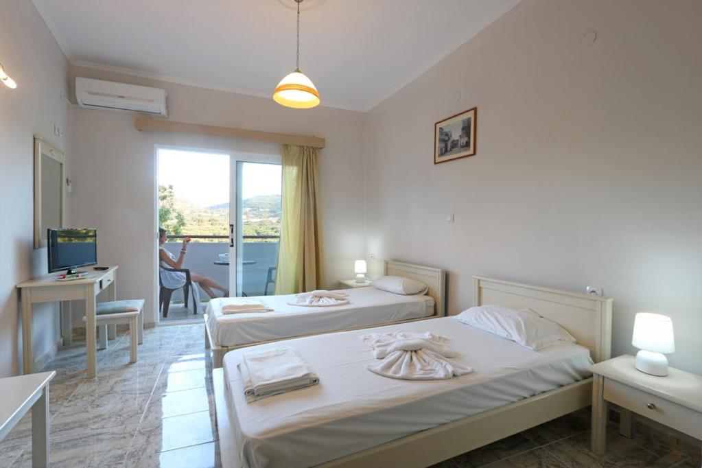 Mountain view twinbed room