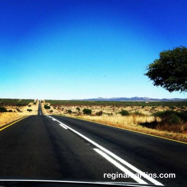 Road from Hosea Kutako airport to Windhoek