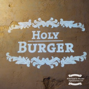 Holy Burger restaurant ©2016-2017 Regina Martins