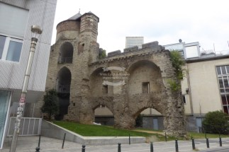 Tour Anneessens, remains of the first Brussels city wall, located in the Sablon district ©2018 Regina Martins