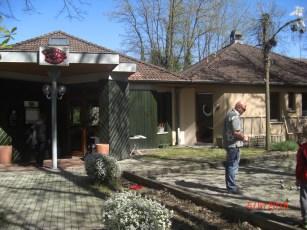 Restaurant Pist du Rhin, Eingang, Vordergrund Pétangue Spiel