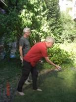17:06 Boule-Spiel im Garten