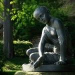 Eisenkunstgussfigur Sidonie im Schlosspark von Wolkenburg