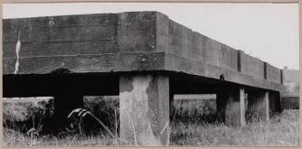 1950. Fundament van de nooit gebouwde kazerne aan de Bergerweg. Foto: J. Schoen. CC-BY