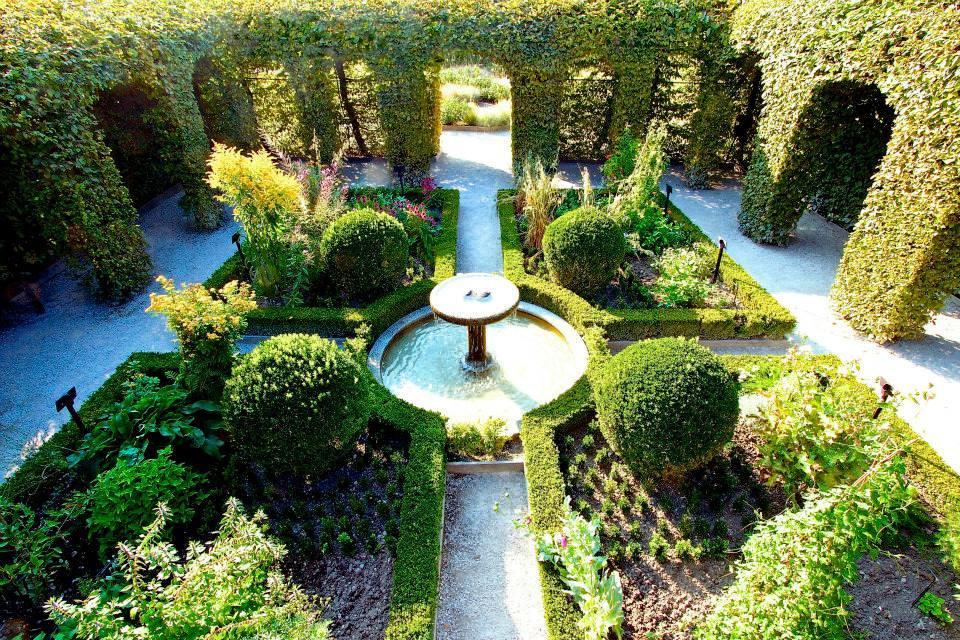 Stunning le labyrinthe jardin des cinq sens gallery for Jardin 44 des 5 sens