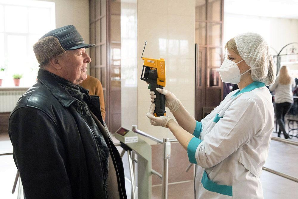 Могут ли работать люди старше 65 лет во время коронавируса и что известно о продлении «больничных» на май 2020 года