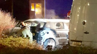 Photo of Auto in brand gestoken in Weidevenne