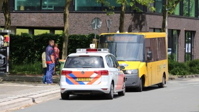 Photo of Scooter klapt op lijnbus en rijdt door