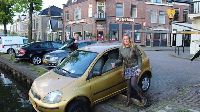 Photo of Chauffeuse parkeert iets te fanatiek in