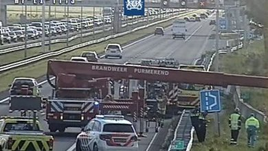 Photo of File op A7 richting Zaandam, persoon te water