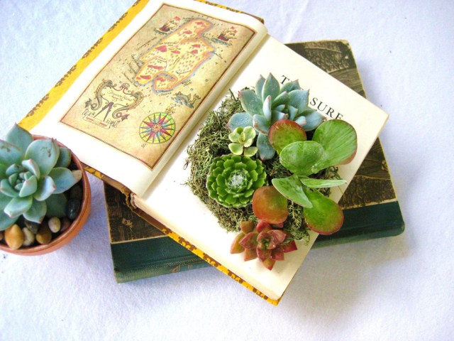 Books Wedding Decor Simple Wedding Centerpieces For A Handcrafted Wedding Succulent