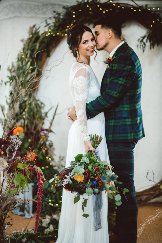 Christmas Wedding Ideas Rustic Christmas Wedding Ideas With A Moon Gate Flower Arch