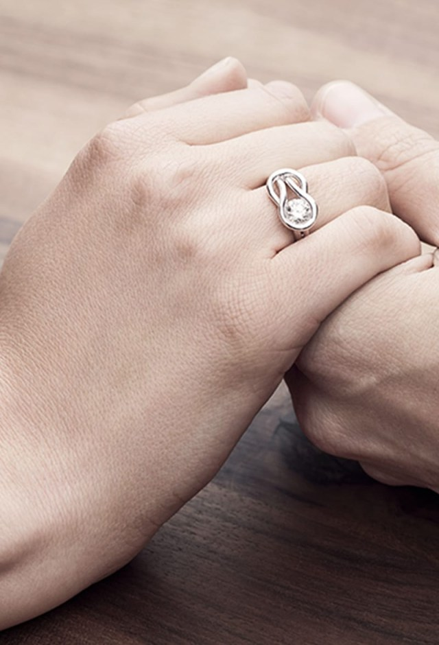 Engagement And Wedding What Hand Does An Engagement Wedding Ring Go On Forevermark
