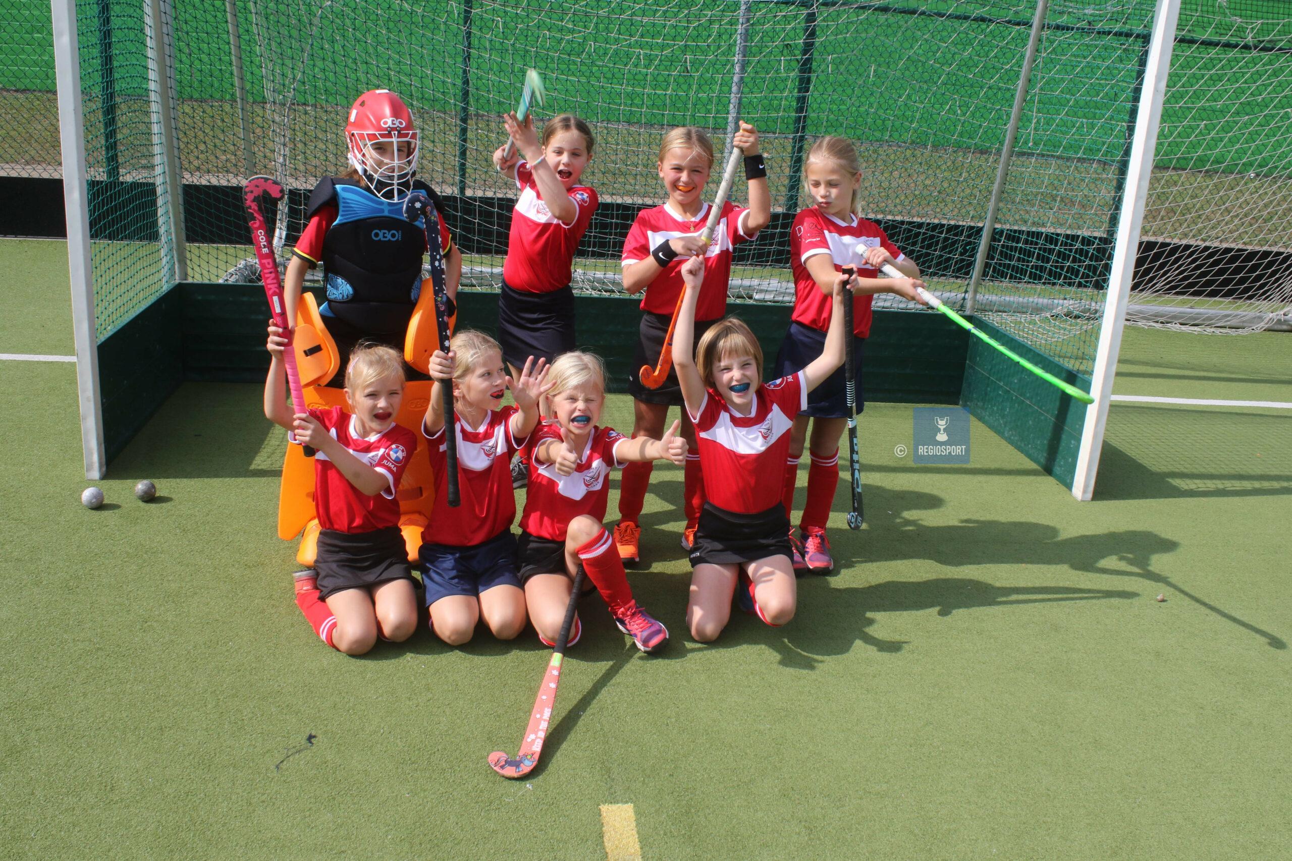 U9 girls Hockey Rotselaar maken progressie