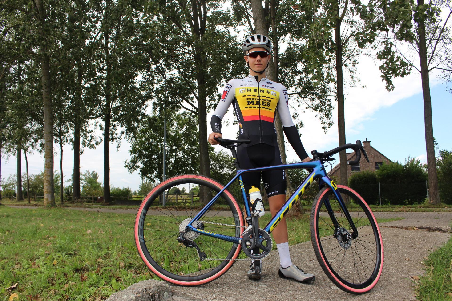 Eerstejaarsbelofte Jetze Van Campenhout zet noodgedwongen punt achter cyclocrossseizoen