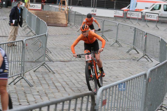 Van Empel in actie op de mountainbike