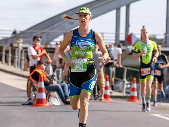 Na twee jaar competitieluwte kan triatlete Deborah Van Gossum weer zegevieren