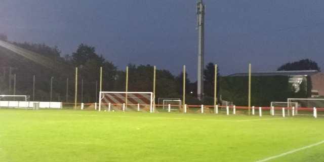 Het veld van KFC Hever wacht op zijn spelers