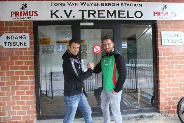 Burgemeester Bert De Wit (r) kwam in een recent voetbalverleden regelmatig met KFC Baal op bezoek bij het KV Tremelo van zijn broer Willem
