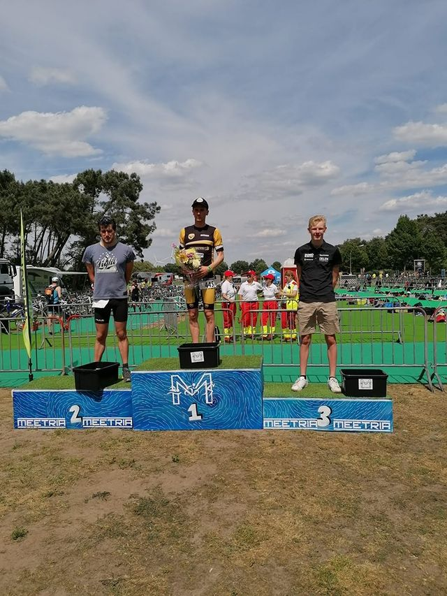 Triatleet Siebe Philips nam niet deftig afscheid van de jeugdreeksen