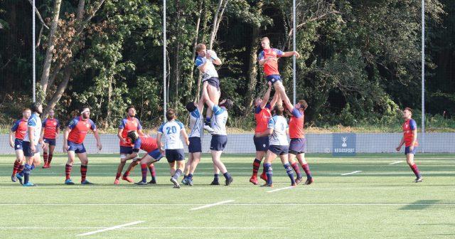 Mannenrugby kan ook sierlijk ogen, zo etaleren de Luikse en Leuvense rugbyclub