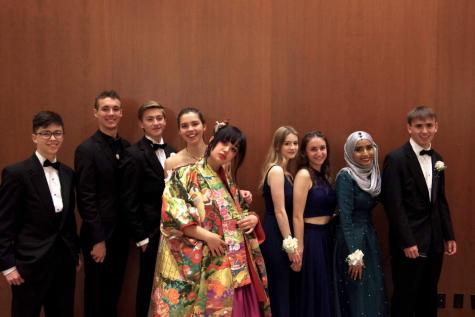 """Prom 2018: Dancing, Bonding, and """"Mountains of Food"""""""