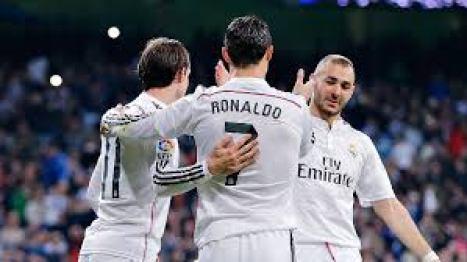 Dua Gol Benzema dan Ronaldo Loloskan Madrid ke Final