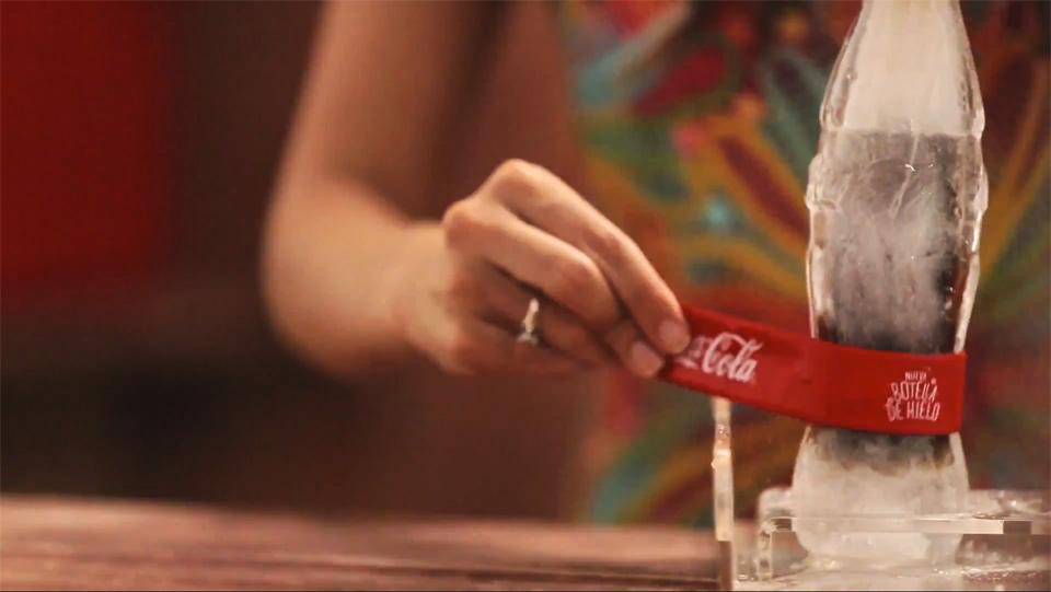 Garrafas feitas de Gelo da Coca-Cola