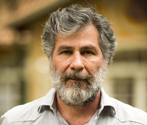 Leopoldo Pacheco fala sobre como é trabalhar com cinema, teatro e TV