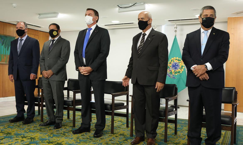 O PRESIDENTE BOLSONARO DÁ POSSE A SEIS MINISTROS NESTA TERÇA