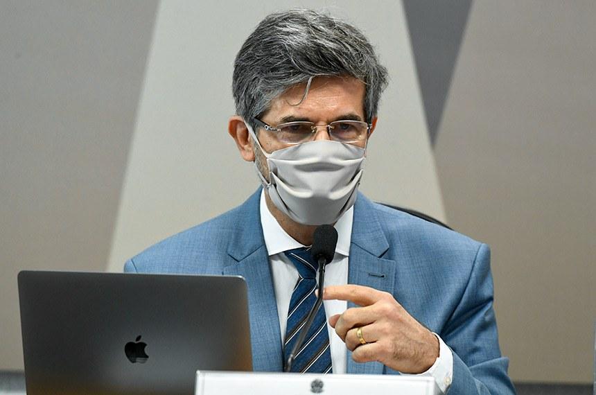 TEICH DIZ QUE DEIXOU MINISTÉRIO DA SAÚDE POR FALTA DE AUTONOMIA